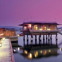 湖上露天風呂:ライトアップ