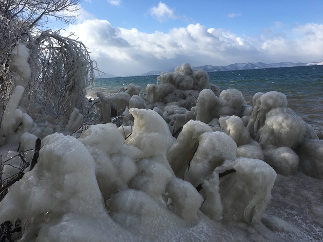猪苗代湖のしぶき氷(猪苗代町)