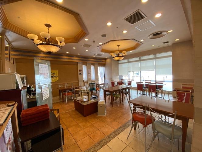 1階 コーヒーハウス 「フォンティーヌ」