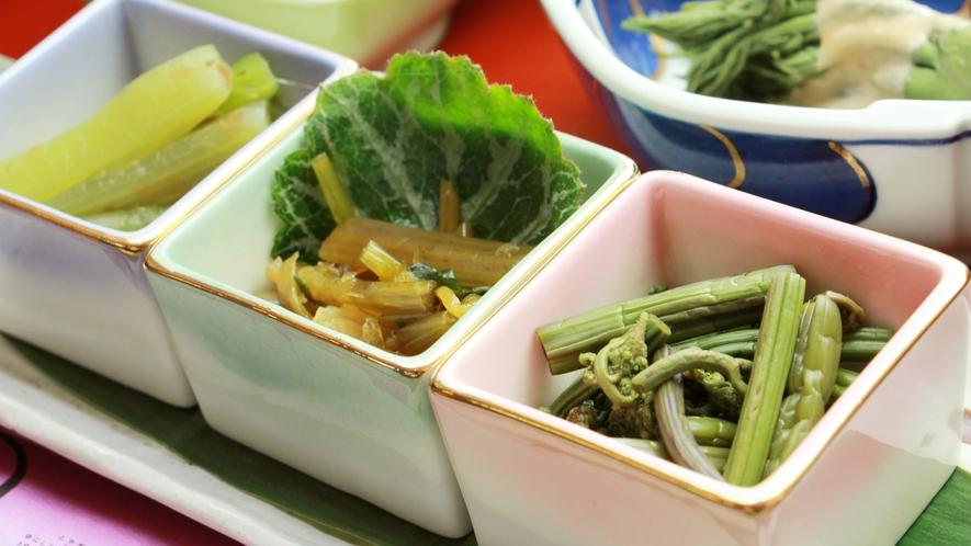 蕨、蕗、山葵など時期により変わる山菜