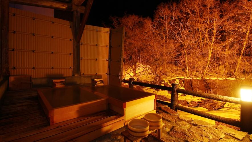 【貸切風呂・檜の湯】ライトアップされた貸切露天