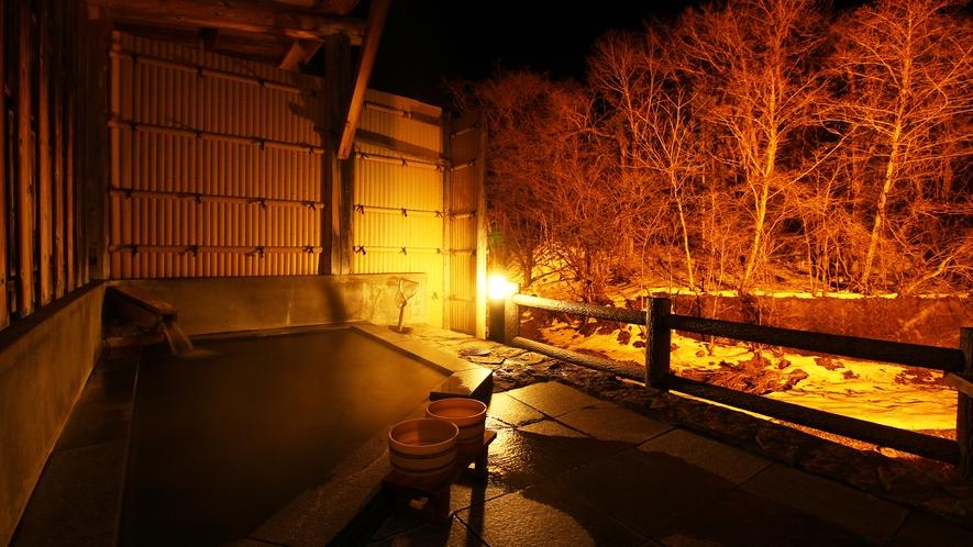 【貸切風呂・御影石の湯】ライトアップされた貸切露天