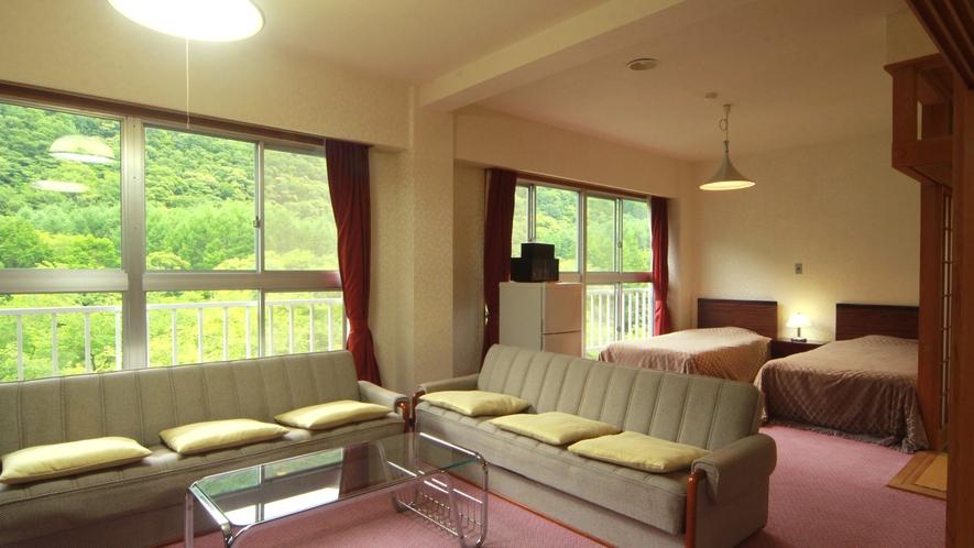 【和洋室】最上階にある3間続きの広々とした特別室です。