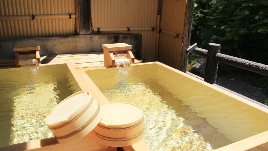 【貸切露天温泉】湯舟を2つ並べた珍しいタイプの桧風呂です