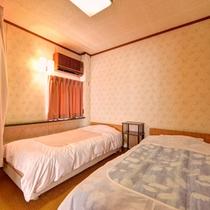 *和洋室(客室一例)/和室と洋室の両方をお愉しみ頂ける客室。ふかふかのベッドで安眠の夜を。