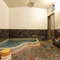 *女湯/温泉ではございませんが、温かい湯船に浸かりながら、癒しのひと時をお過ごし下さい。