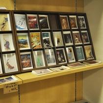 当館収蔵作品のオリジナルグッズ。絵葉書、日常の中でお使いいただけるグッズを中心に販売しております。