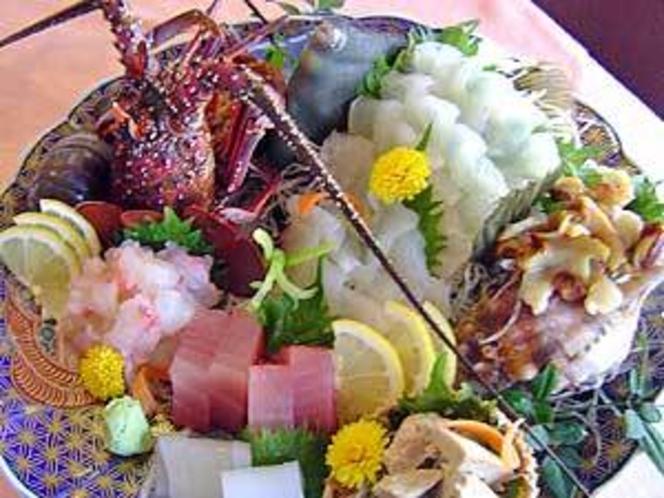 天然魚貝類を使ったお造りの盛り込み