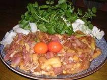 地元ならではの料理「けいちゃん」ご飯がすすむ味噌味です。(4人前)