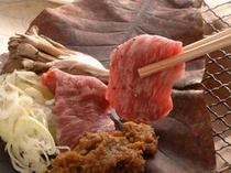 和牛と海の幸・味噌仕立て朴葉焼き