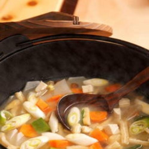 具だくさんのお味噌汁は栄養たっぷり。