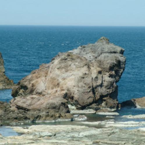 今子浦海水浴場 かえる岩01