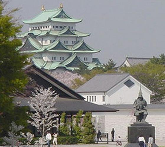 名古屋城と能楽堂