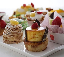 ●自家製オリジナルケーキ♪お持ち帰りも◎なのでお部屋でお召しいただけます。