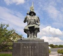 【近隣】加藤清正像(左奥は名古屋能楽堂)