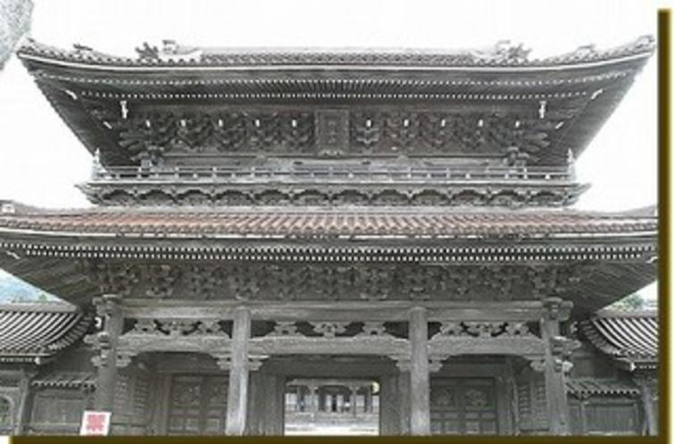 【瑞泉寺】富山県南砺市井波にある真宗大谷派の寺院。