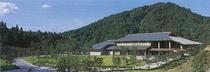 【福光美術館】福光ゆかりの版画家・棟方志功、彫刻や陶芸で活躍した松村秀太郎の作品を展示。