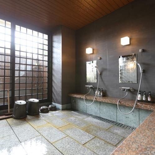 源泉かけ流し貸切風呂「寝湯の半露天風呂」