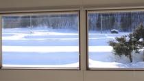 部屋・冬の吹き抜けからの景色