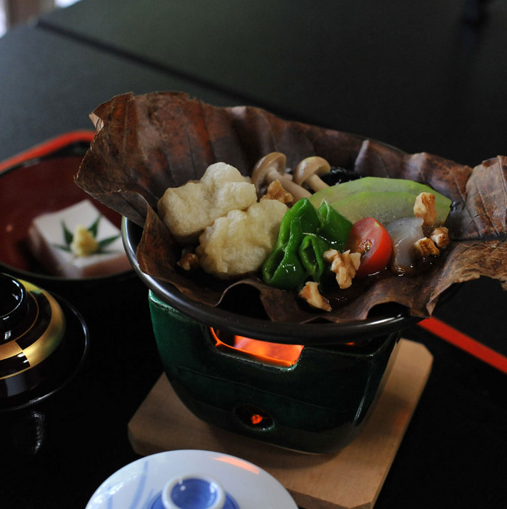 胡麻豆腐朴葉焼き