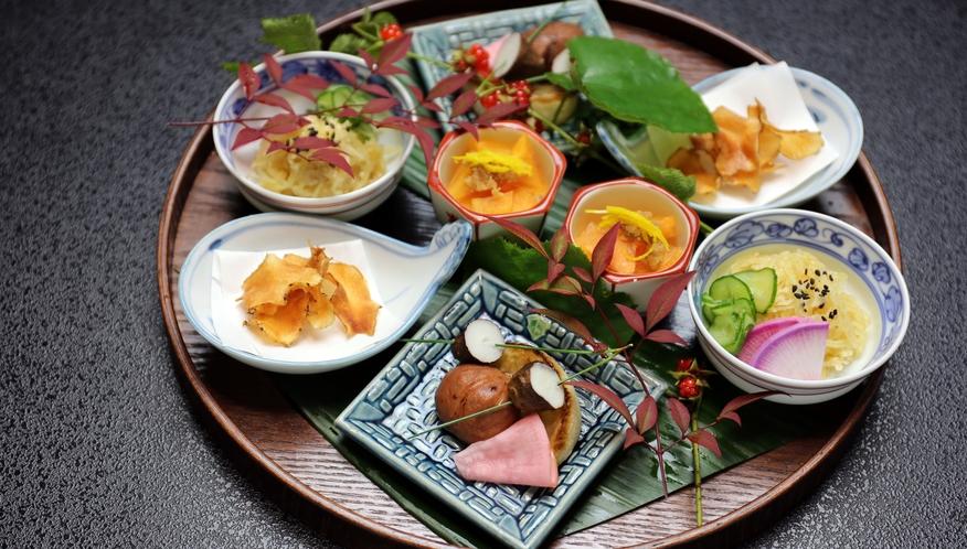 摘草精進料理プランの夕食(八寸の一例)