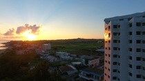 <ホテル外観>夕陽に染まるホテル
