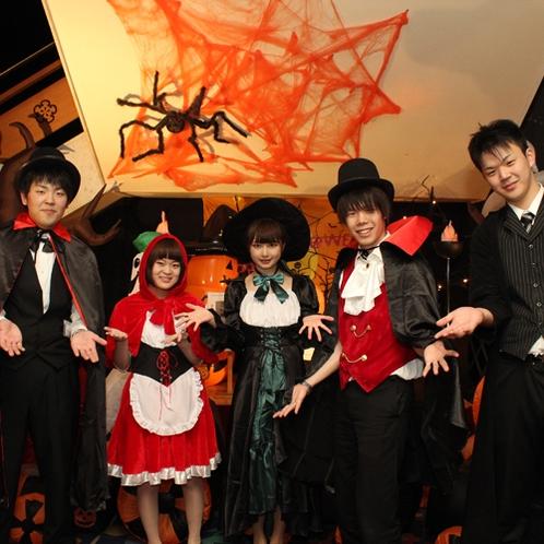 ハロウィンはスタッフも仮装でお出迎え♪お客様も素敵な仮装でお越しいただければ嬉しいです。