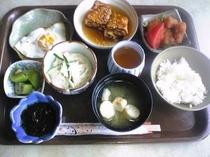 ある冬の朝の、和食 ( 7:30〜9:00  一階食堂でご用意いたしております。)