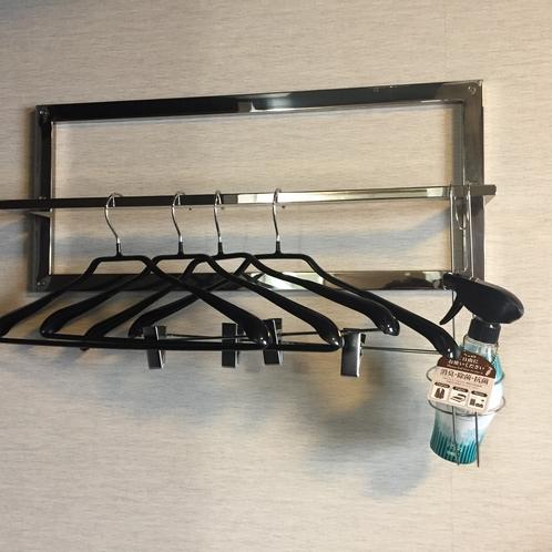 【客室】ハンガー・リセッシュの消臭スプレーを全部屋ご用意しております。