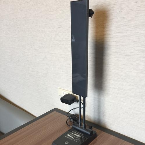 【客室】仕事や勉強に役立つ電気スタンドを全室準備しております。