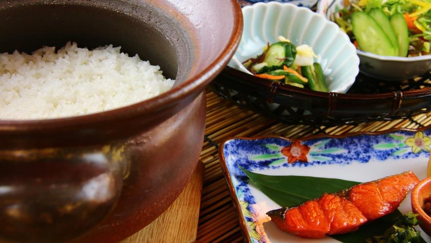 ■ご朝食 お米の甘みと野菜の素材の味をお楽しみください。