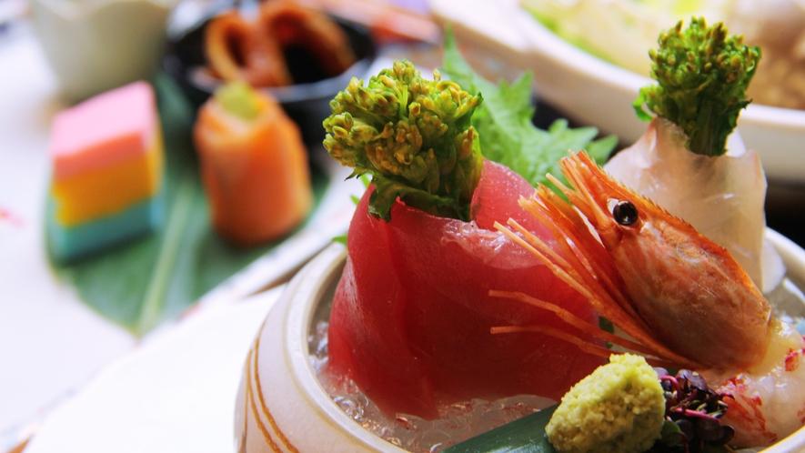 ■期間限定-雛膳 お刺身をお内裏様に見立てて鮮やかに盛り付け。