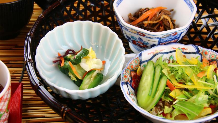 ■ご朝食 自家栽培の野菜をふんだんに使用したお料理。