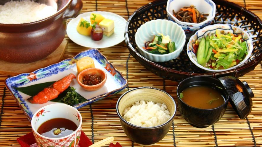 ■ご朝食 自家栽培のお米とお野菜をお腹一杯お召し上がりください。