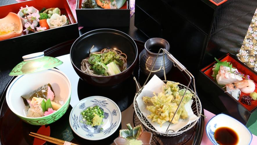 ■春-松倉 山菜そばや天ぷら、オリジナルの桜餅など趣向を凝らした鮮やかな逸品が並びます。