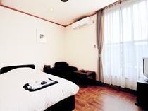 【本館 洋室シングル】冷暖房完備で快適なお部屋です♪