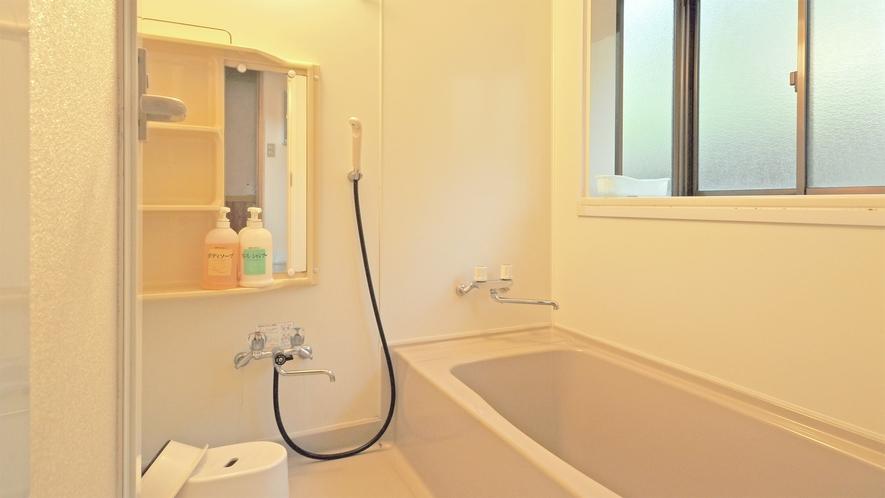 【コテージ4名用・一例】コテージ内浴室
