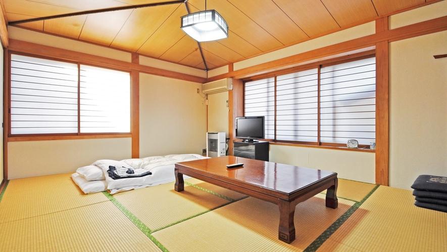 【本館 和室10畳】広々としたお部屋で快適にお過ごし頂けます。