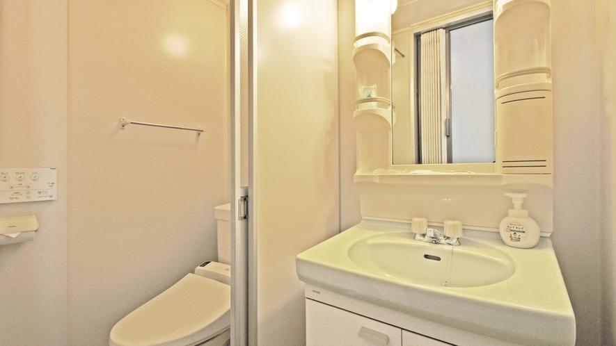 【本館 洋室シングル】洗面・トイレ付、バスなし。大浴場をご利用下さい。