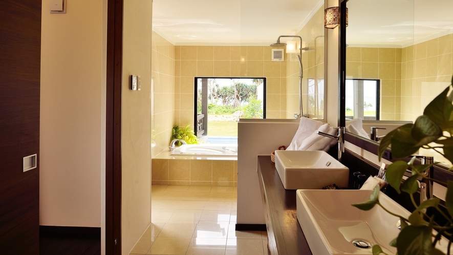 *【サニタリー】大きな鏡に広々としたスペース。窓から明るい日差しが差し込みます。