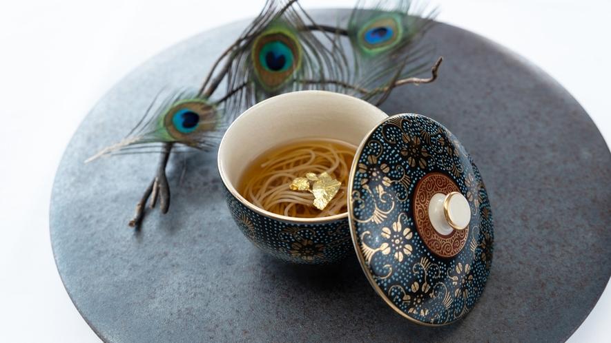 *【夕食一例】孔雀のコンソメと宮古島のアロエ素麺