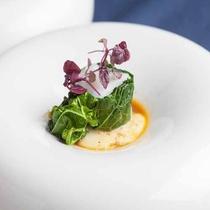 *【夕食一例】地元の食材をふんだんに使用した「宮古島フレンチ」見た目もお楽しみいただけます。