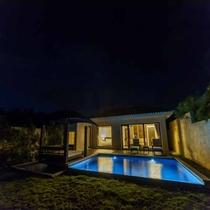 *【客室外観/夜】お天気が良ければ、星空を眺めることができます。