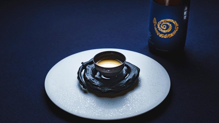 *【夕食一例】海蛇(イラブー)のスープをシェフのオトーリで