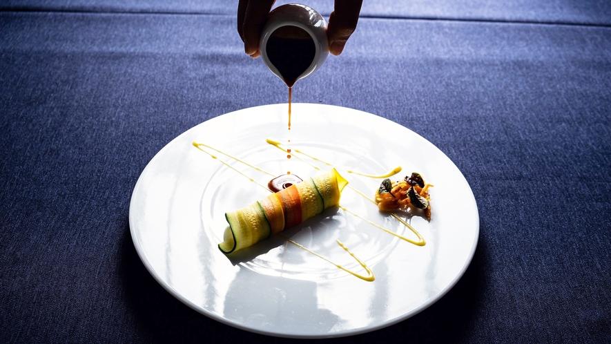 *【夕食一例】伊勢海老を琉球の色彩と合わせて