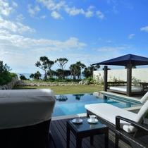 *【テラスからの眺め】目の前に広がる伊良部ブルーの景色は、まさに「リゾート」そのもの。