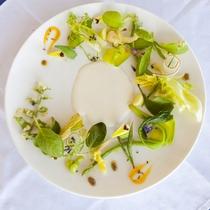"""【夕食/一例】前菜""""パリジェンヌ""""宮古島の畑で育った野菜は海風に乗ったミネラルたっぷりの一品です。"""