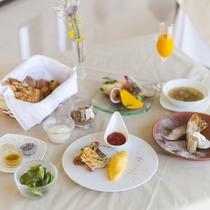 【朝食/一例】洋食・和食の日替わりにてご用意。連泊でも異なったメニューをお召し上がりください。