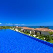 【レストラン/昼】青い空に青い海!まさに沖縄らしい、美しい景色がここにあります。