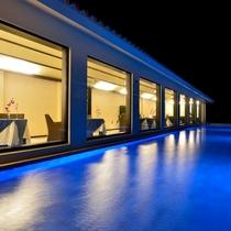 *【レストラン(夜)】心地よい光と美しい景色を眺めながら、宮古島フレンチをご堪能下さいませ。